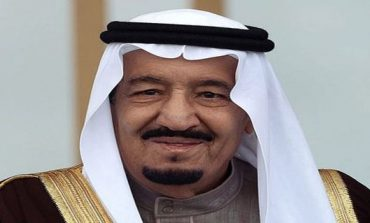 Saudi king returns from holiday to give bonus to military fighting in Yemen