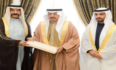 Premier receives Royal Family members, senior officials