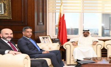 Minister meets Ernst & Young Bahrain officials