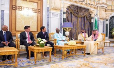Envoys call on King Salman, present credentials